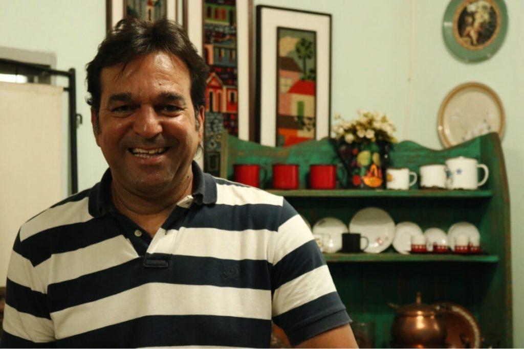 Wanderlei Marques, de 44 anos, é o proprietário do Brechó Goiano