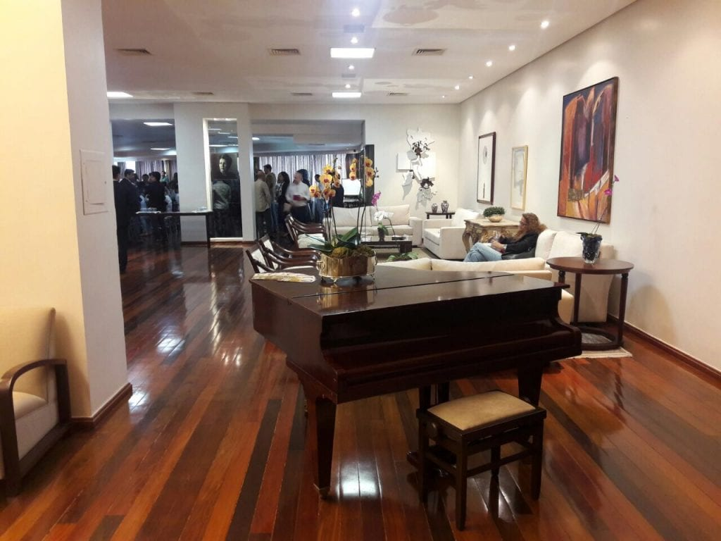 Piano no térreo do Palácio das Esmeraldas