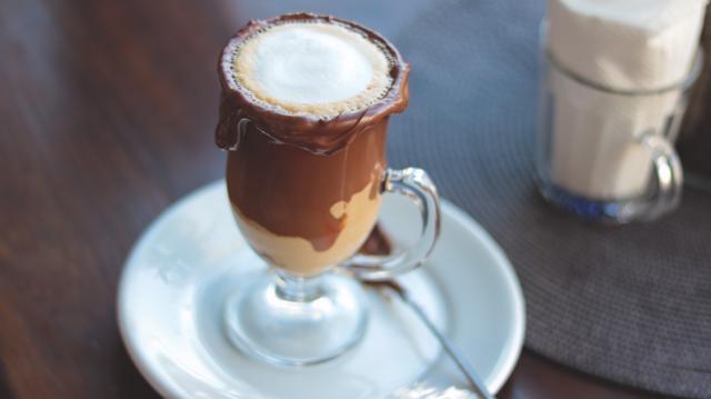Cappuccino avelã da Berries & Brown é uma das indicações do roteiro de Café e Arte no Setor Oeste