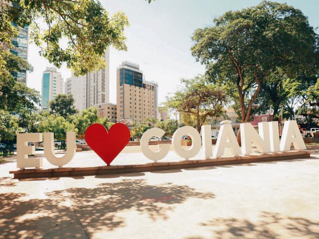 Monumento Eu Amo Goiânia, na Praça do Sol, no setor Oeste