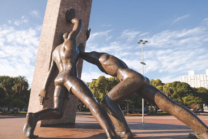 Monumento das três Raças, na Praça Cívica, em Goiânia