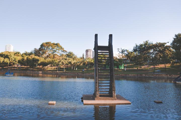 Trampolim em Art déco é elemento histórico no Parque Lago das Rosas em Goiânia