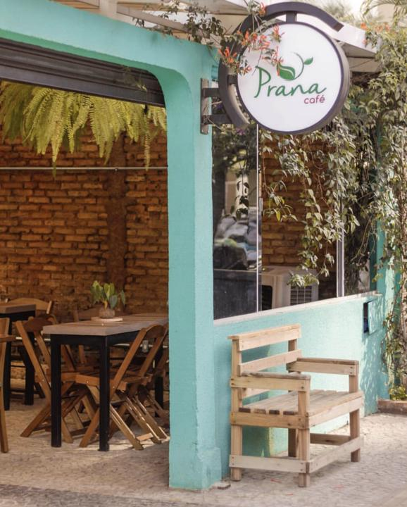Prana Café no Setor Bueno tem aulas de yoga, serve almoços e é pet friendly