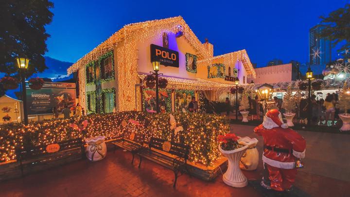 Polo Imóveis, no Setor Bueno, tem iluminação natalina inspirada nas fadas
