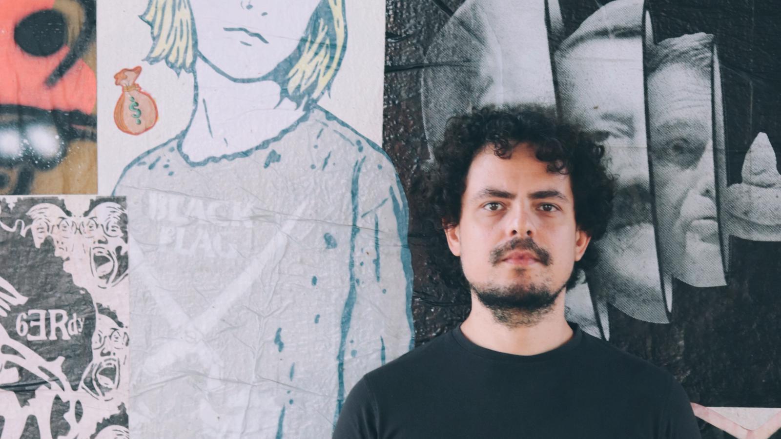 Festival Lambesgoia cria mural de lambe-lambes no Centro de Goiânia