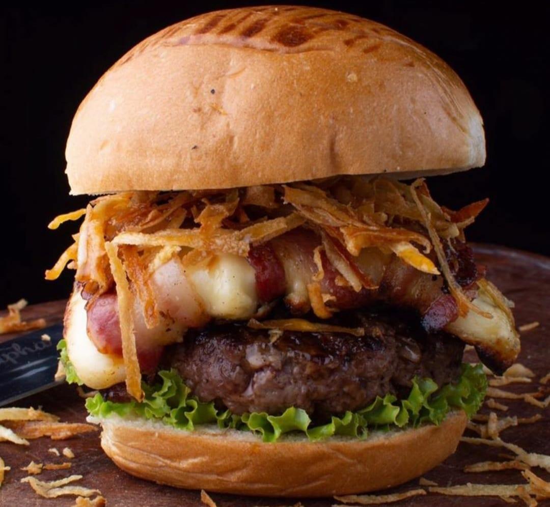 Dom Rapha tem duas unidades em Goiânia e oferece hambúrgueres assados em parrillas