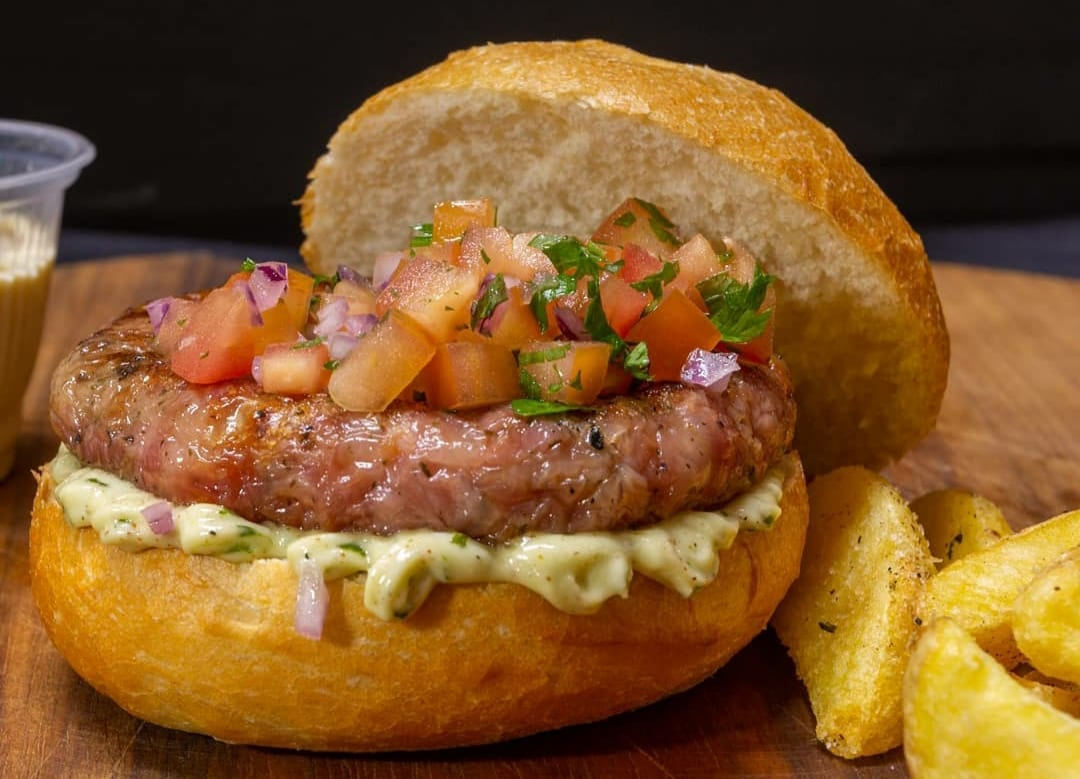 A especialidade da hamburgueria Chef Marido são as linguiças artesanais