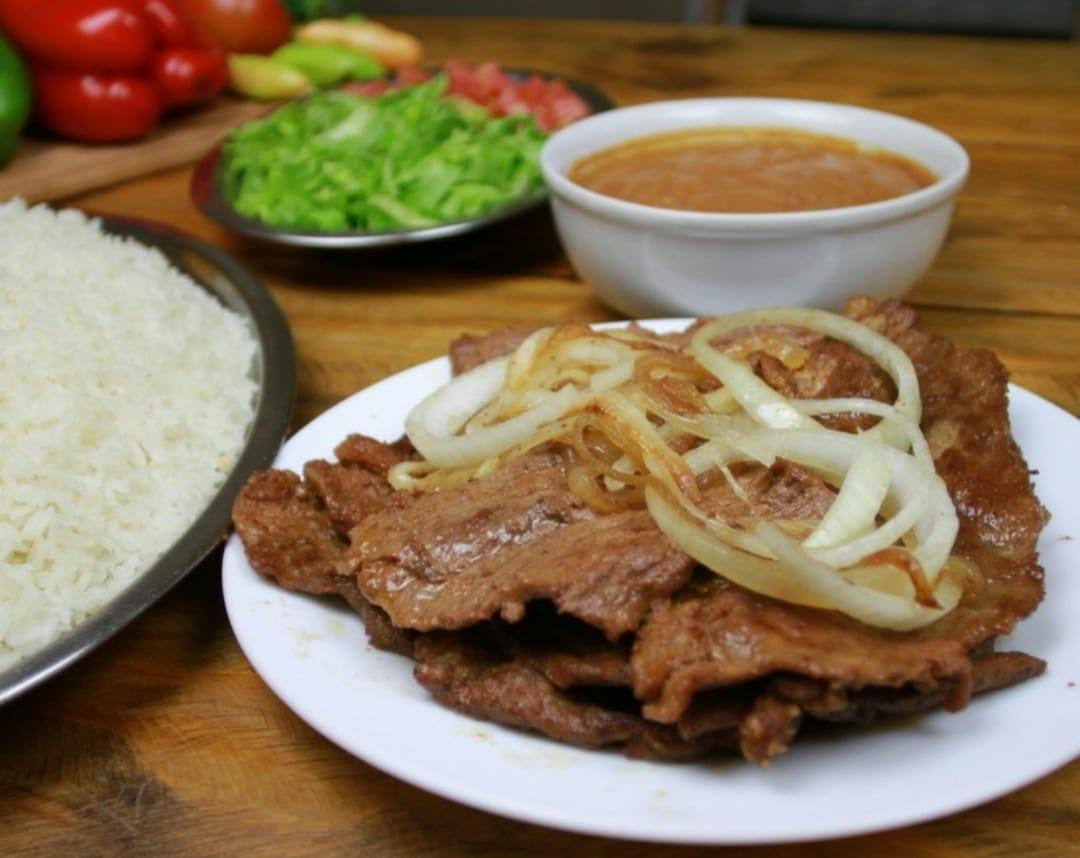 """O Simbora tem porções e pratos no estilo """"comercial"""" e funciona 24h"""