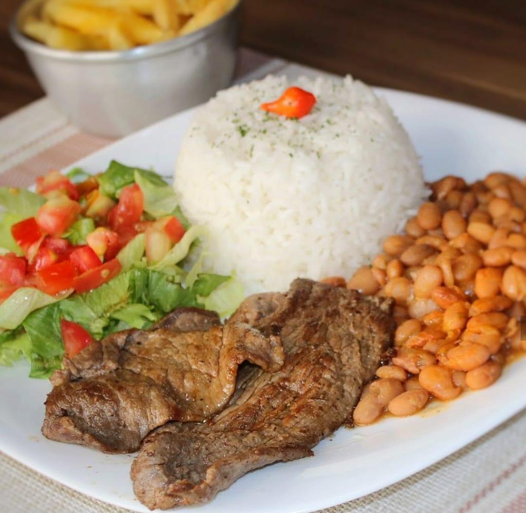 8 locais com comida boa e barata em Goiânia