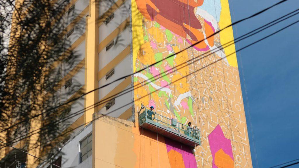 Manifesto Urbano: Centro de Goiânia ganha mural gigante de Wes Gama