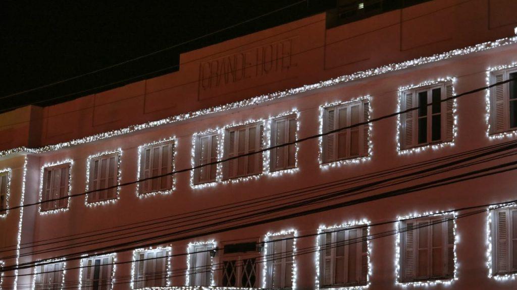 Grande Hotel com Iluminação de natalina