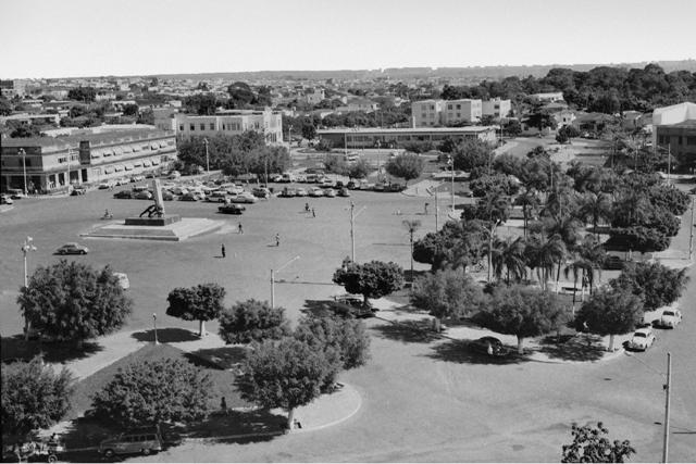 Conheça a Praça Cívica, marco inicial da construção de Goiânia