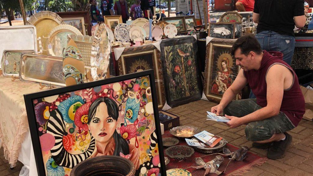 Antiguidades em Goiânia: feira reúne antiquários, brechós e colecionadores de vinil e carros antigos