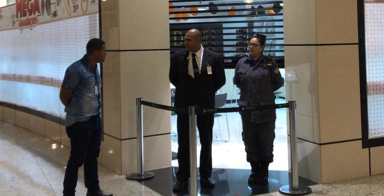 9889491c1c4 Assaltantes invadem shopping em Aparecida e roubam joalheria - Dia ...
