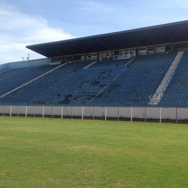 estádios de futebol em Goiás