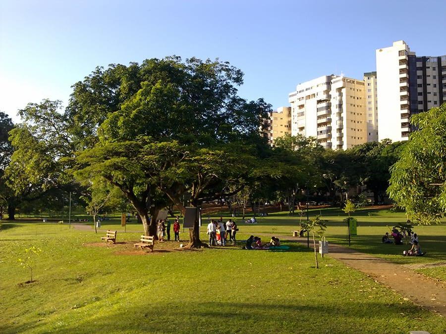 Parque Lago das Rosas é um bom lugar para reunir família e amigos
