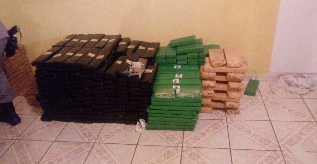 Cerca de uma tonelada de drogas é aprendida, em Goiânia