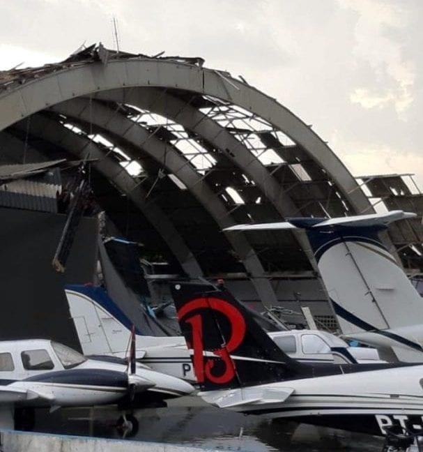 Temporal destelha hangares no Aeroporto no Campo de Marte, na zona norte de São Paulo