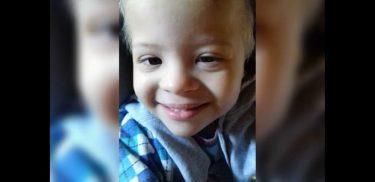Menino de cinco que morreu no corredor Hospital Materno Infantil é velado, em Goiânia