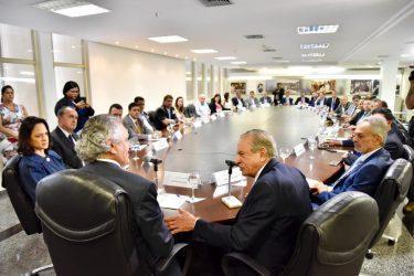 Privatização da Metrobus marca encontro entre governador de Goiás e prefeito de Goiânia