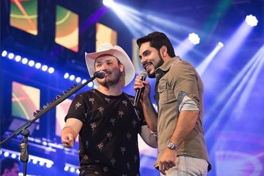 Israel e Rodolffo cantam no Arraiá do Bem, promovido pela OVG / Goiânia