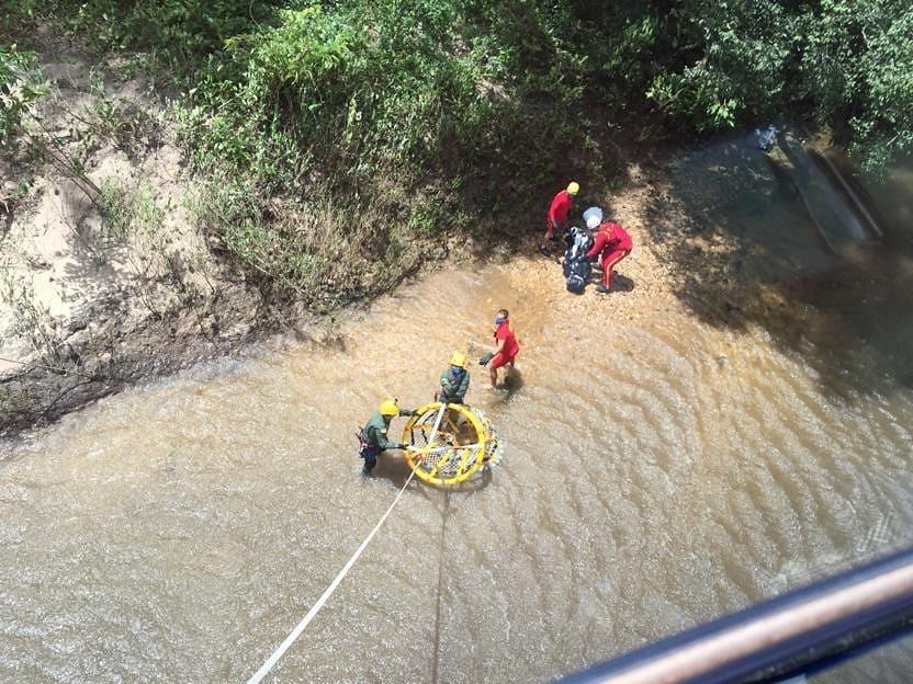 Com helicóptero, corpo de vítima de afogamento é retirado de rio em Goiás