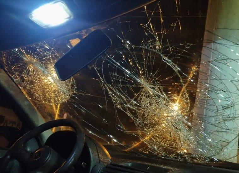 Pai bate carro em poste e abandona filha ferida em calçada, em Jataí