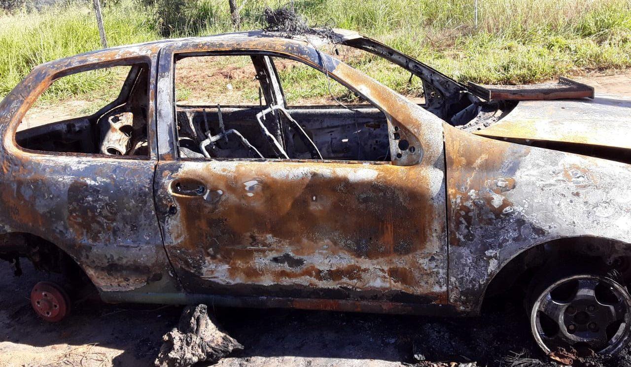 Casal pede ajuda após perder alimentos em carro incendiado, em Aparecida