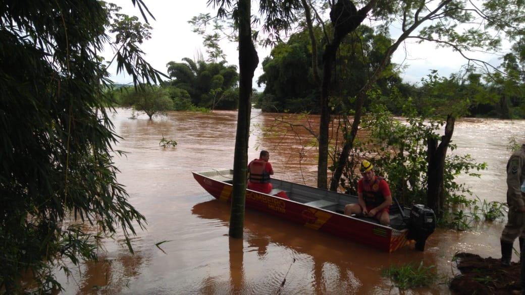 Rio Meia Ponte transborda e imunda parte do município de Inhumas